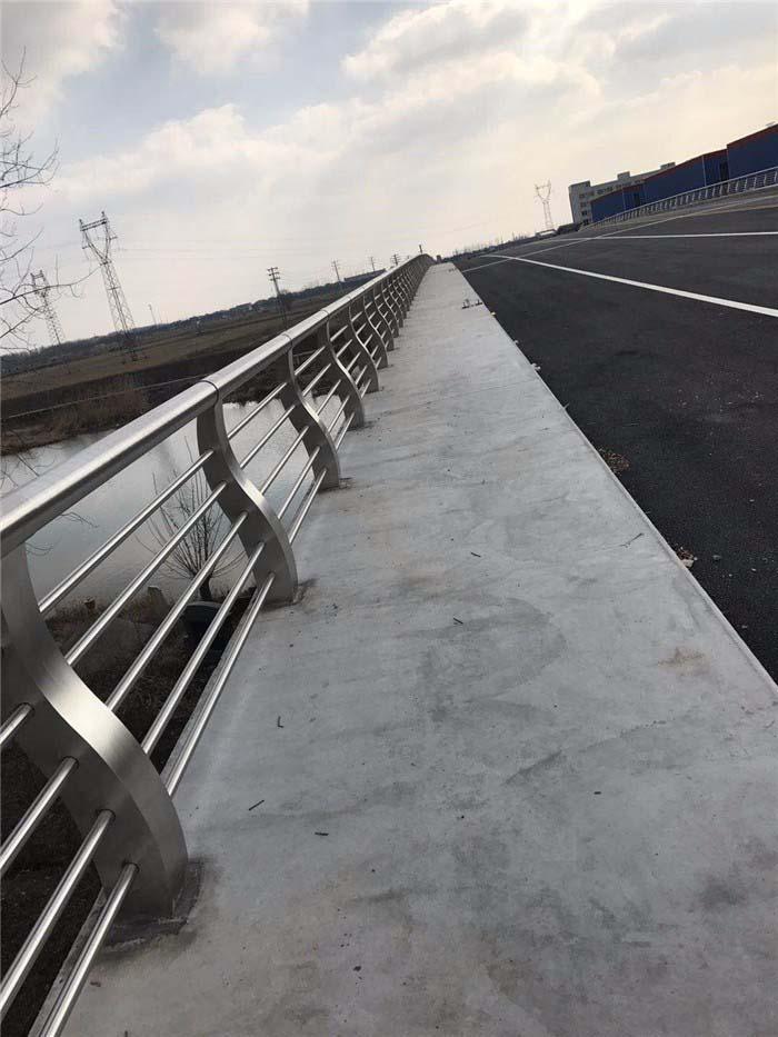 不锈钢复合管防撞护栏攀枝花护栏钢板立柱