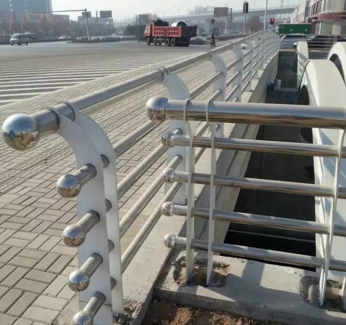 立柱、桥梁防撞护栏驻马店护栏钢板立柱