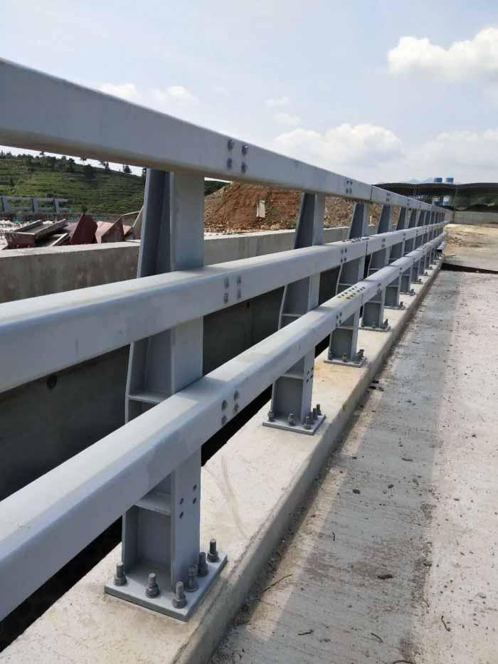 道路防撞护栏立柱攀枝花公路防撞护栏钢板