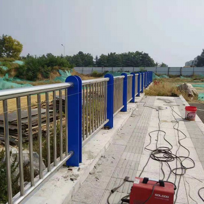 不锈钢复合管防撞护栏攀枝花不锈钢防撞护栏
