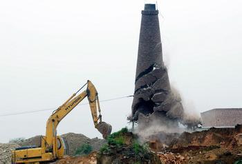 怀化60米砖砌烟囱人工拆除价格——华电高空