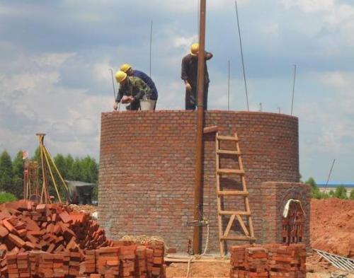 内江砼烟囱爬梯护网平台除锈刷漆公司