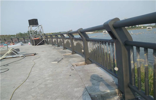 购买:厦门市镀锌管喷塑桥梁护栏库存充足