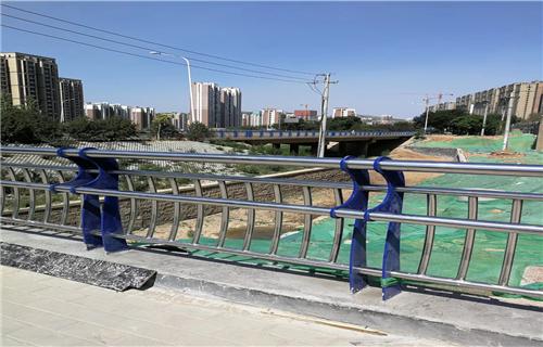 厦门材质丰富的304不锈钢复合管防撞护栏