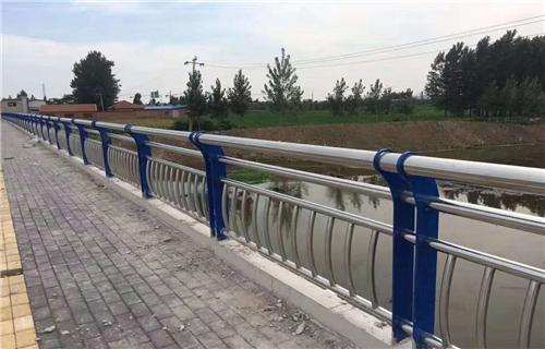 新余市不锈钢复合管公路隔离栏杆精心定制
