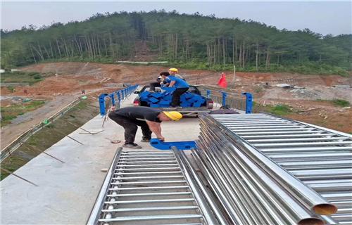 防撞护栏:天津双金属复合管河道防撞护栏防撞专家