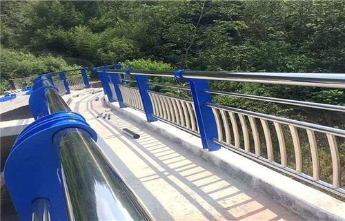 防撞护栏:新余桥梁外侧防撞护栏厂家质量优