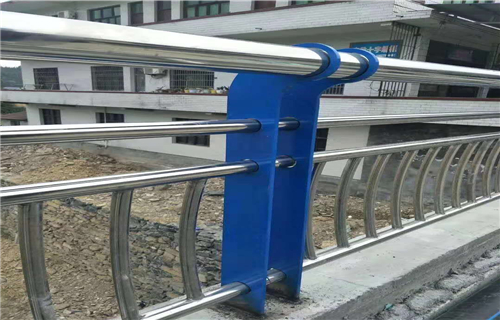 采购:漳州道路隔离护栏/栏杆价格公道