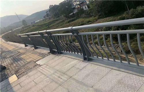 防撞护栏:惠州双金属复合管河道防撞护栏厂家质量优