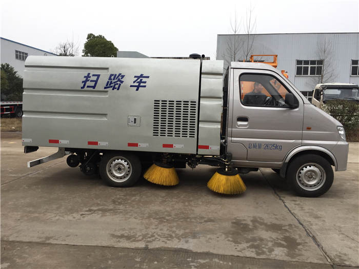 内江国六扫路车洒水带铲雪清扫车分期服务