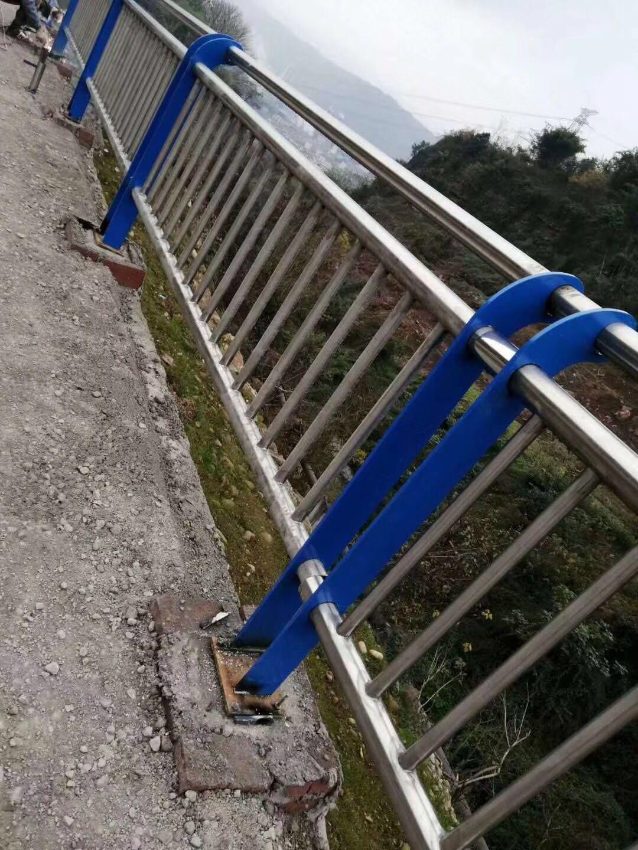 河北东光河道两侧防护栏