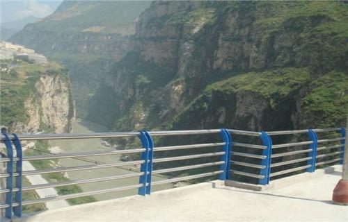宁夏不锈钢防撞护栏专业生产
