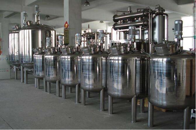 陕西省平利县白菜价出售2台二手4吨搪瓷反应釜价格便宜