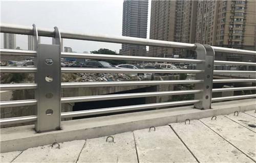 吕梁不锈钢碳素钢复合管栏杆规格齐全