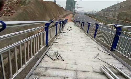 耐用:佛山复合不锈钢管护栏防锈美观大方
