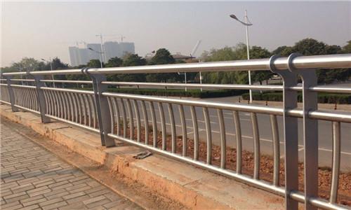 耐用:衡水天桥不锈钢护栏杆性能稳定