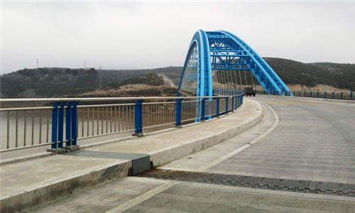 耐用:上饶桥梁防撞支架防锈美观大方
