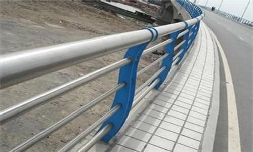 耐用:石家庄复合不锈钢管护栏性能稳定