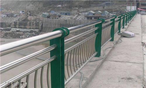 耐用:湛江道路隔离栏杆报价表