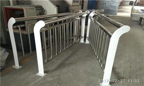 耐用:南平道路隔离栏杆防锈美观大方
