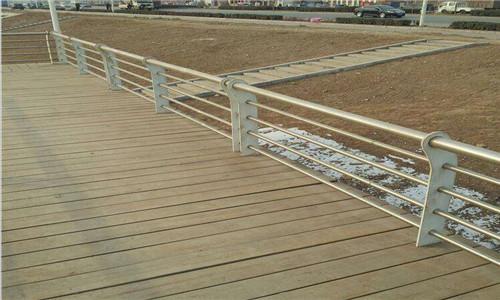山东钢质环形天桥护栏致电选购