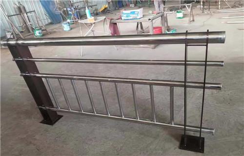 本溪不锈钢复合管道路护栏