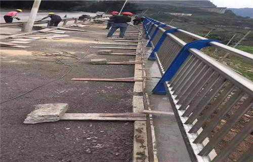 惠州桥梁扶手立柱钢板不锈钢复合管钢板立柱