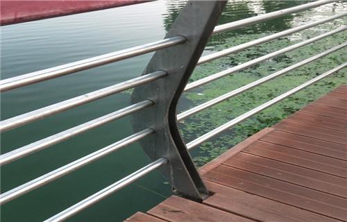 攀枝花桥梁护栏支架安装适应性强