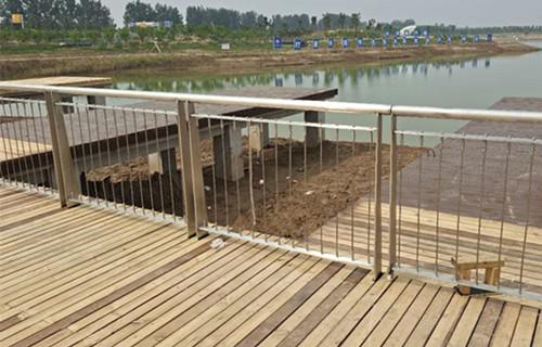 攀枝花防撞桥梁护栏立柱横穿直管立柱