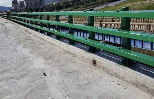 山东102*2防撞桥梁栏杆立柱安装流程