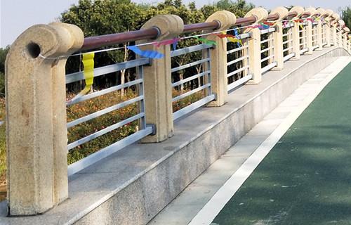 山东锌钢护栏不锈钢复合管厂家安装流程