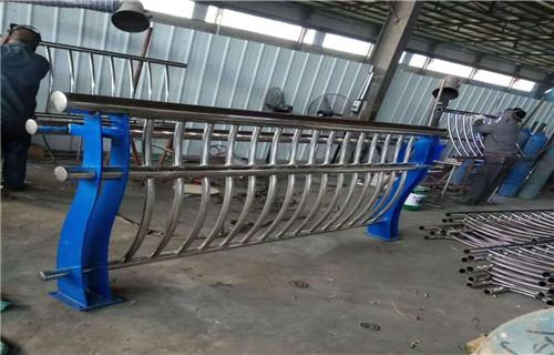 襄樊Q355D防撞护栏护栏实体厂家