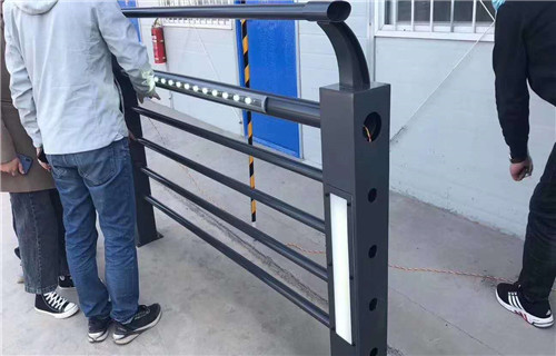 黑河不锈钢桥梁灯光护栏生产厂家实体护栏厂家定制销售铸造石立柱