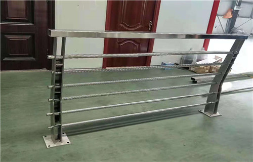 鹤壁灯光护栏价格实体厂家全国发货