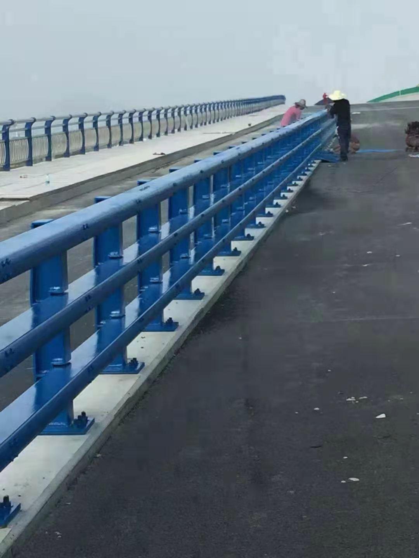 济南201不锈钢灯光护栏可现场勘测防撞护栏栏杆厂家