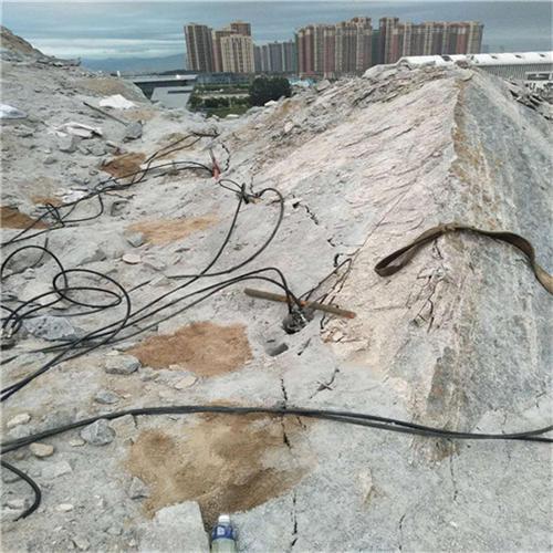 山东新代液压劈石器露天铝矿开采施工方案