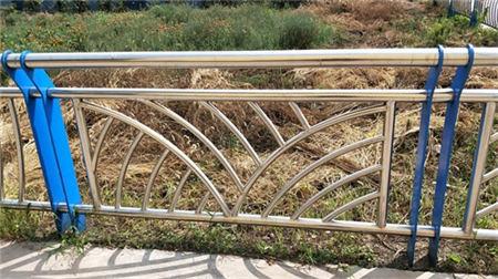 安康桥梁防撞护栏柱子供货商