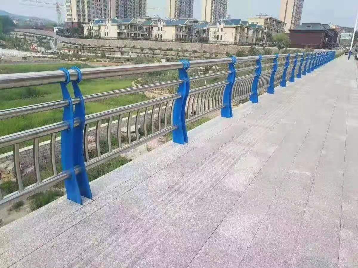 安装:德州316不锈钢天桥护栏专业服务可靠
