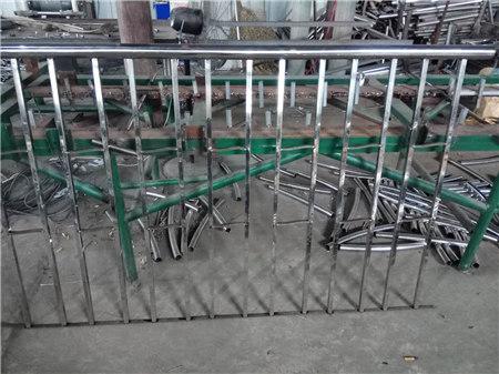 德州Q345D喷塑桥梁防撞护栏经久耐用