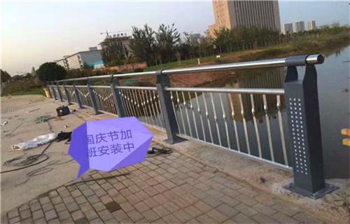 3月份济南89*3不锈钢复合管栏杆质量好价格优惠