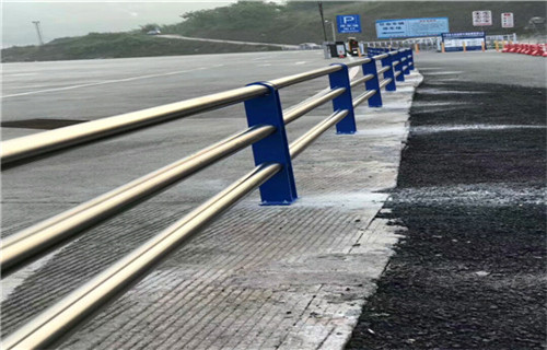 3月份河源201不锈钢复合管栏杆力量雄厚
