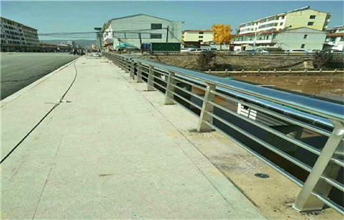 内江不锈钢复合管桥梁防撞护栏多少钱一米