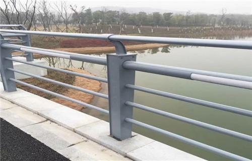 广东河源桥梁护栏防撞立柱受客户好评