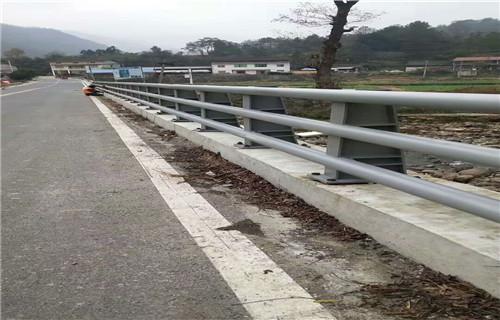 四川内江不锈钢桥梁防撞护栏立柱价格