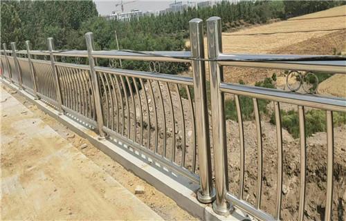 平顶山201不锈钢复合管桥梁栏杆价格合理