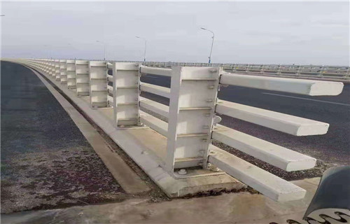 山东济南不锈钢桥梁防撞护栏立柱简介