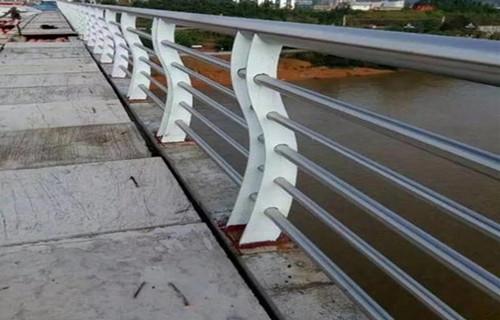 平顶山护栏钢制柱子厂家定做