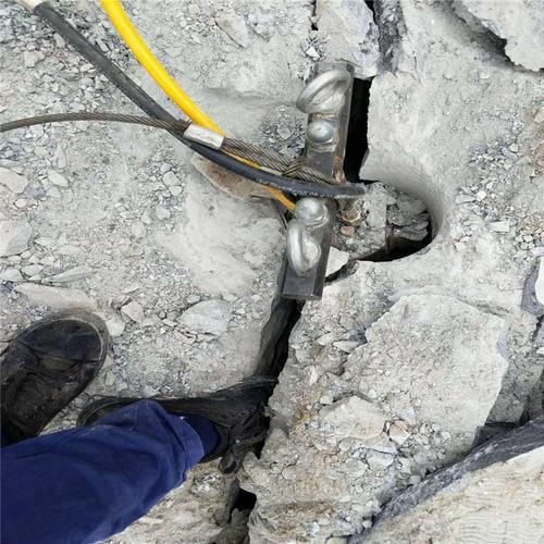 平基土石方开采用劈石机黄南海南