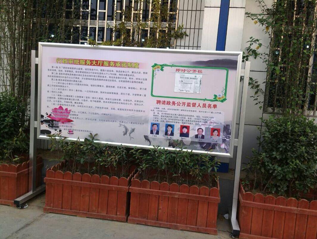 供应学校宣传栏铝合金材质